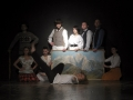 Grupowe zdjęcie aktorów.